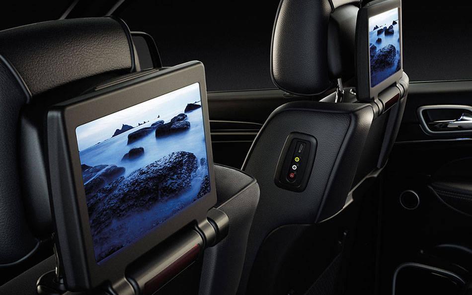 Aventura 2016 Grand Cherokee Rear Seat Entertainment