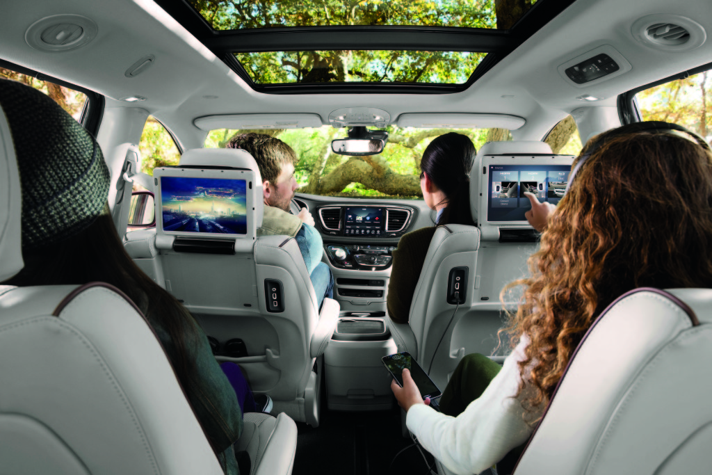 2017 Chrysler Pacifica Uconnect Theater