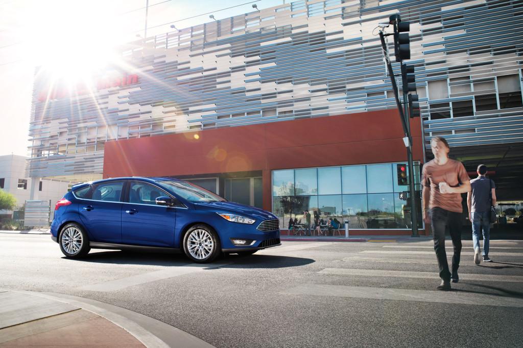 2017-ford-focus-hatchback-blue-profile