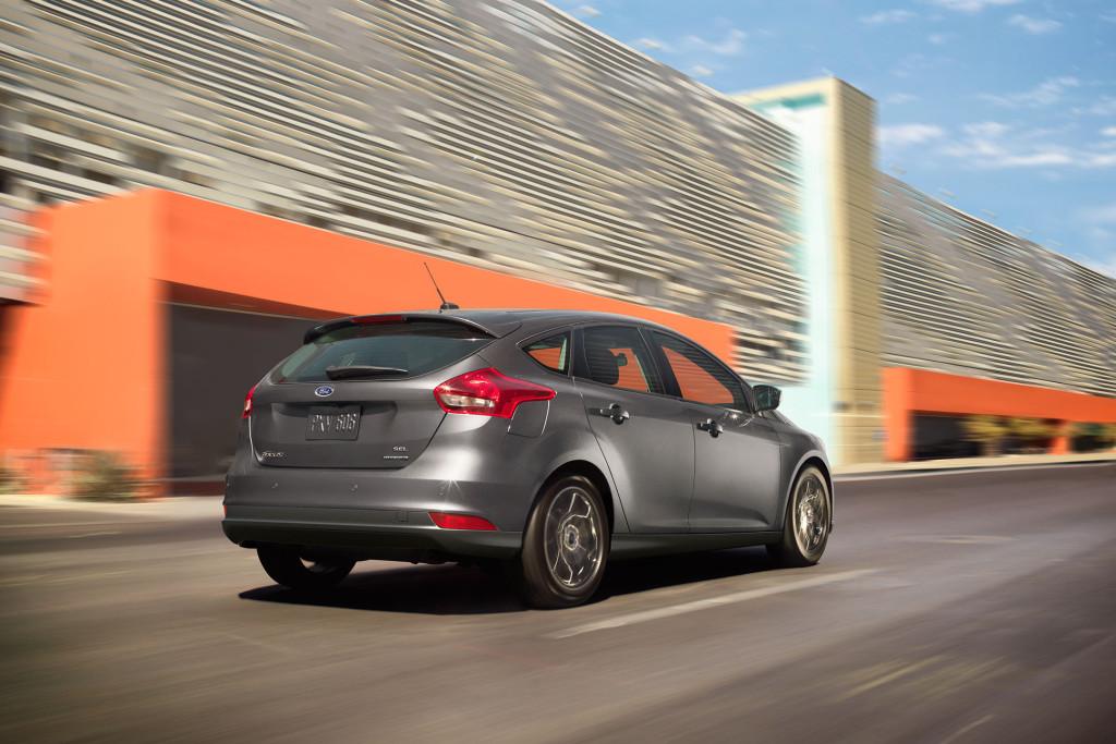 2017-ford-focus-sel-hatchback-magnetic-rear