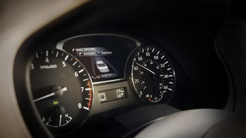 2015 Nissan Altima Advanced Drive-Assist Display
