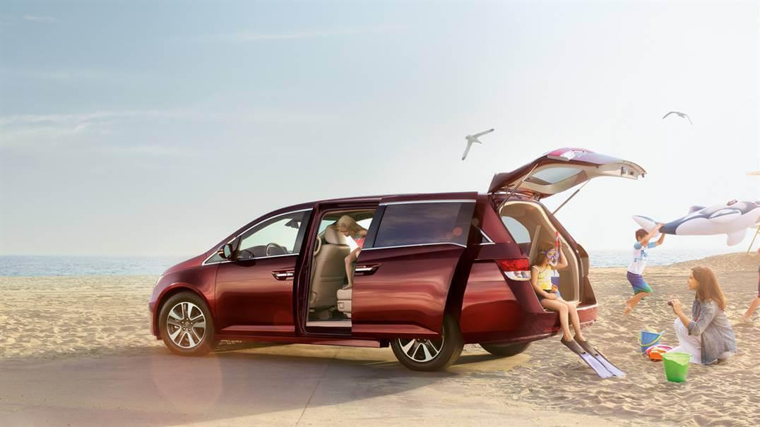 2016 Honda Odyssey red exterior model side view