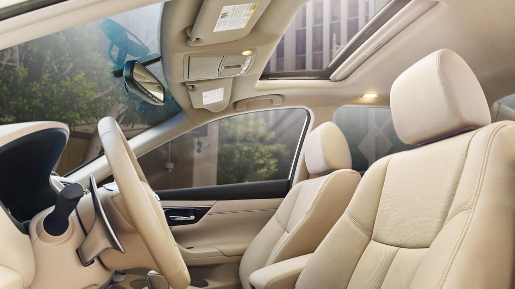 2017 Nissan Altima interior