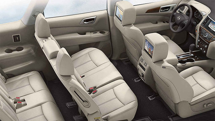 2017 Nissan Pathfinder interior2