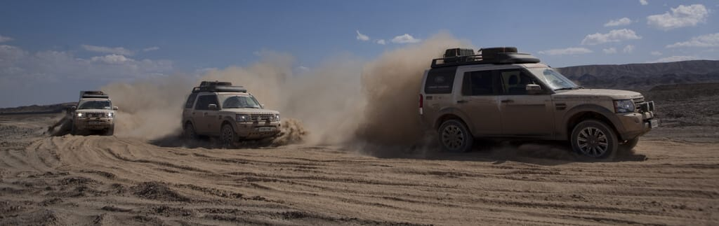 Land Rover Discovery off-road in the Taklimakan Desert