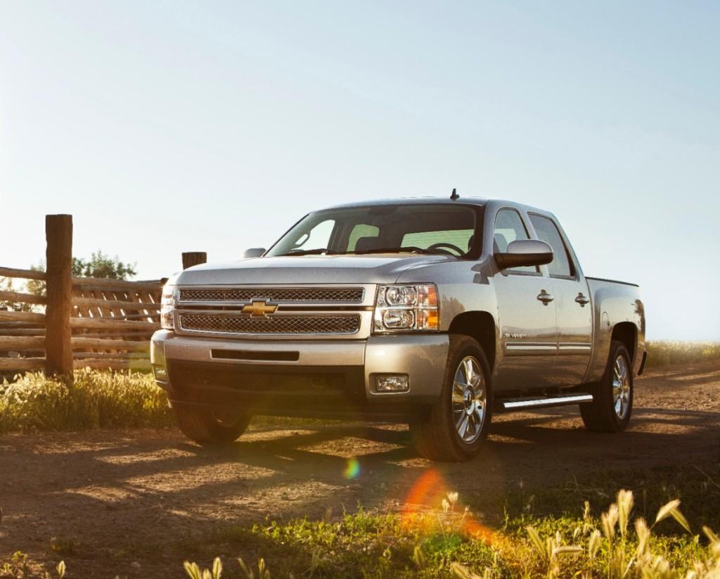 2013-Chevrolet-SilveradoCST-001-medium