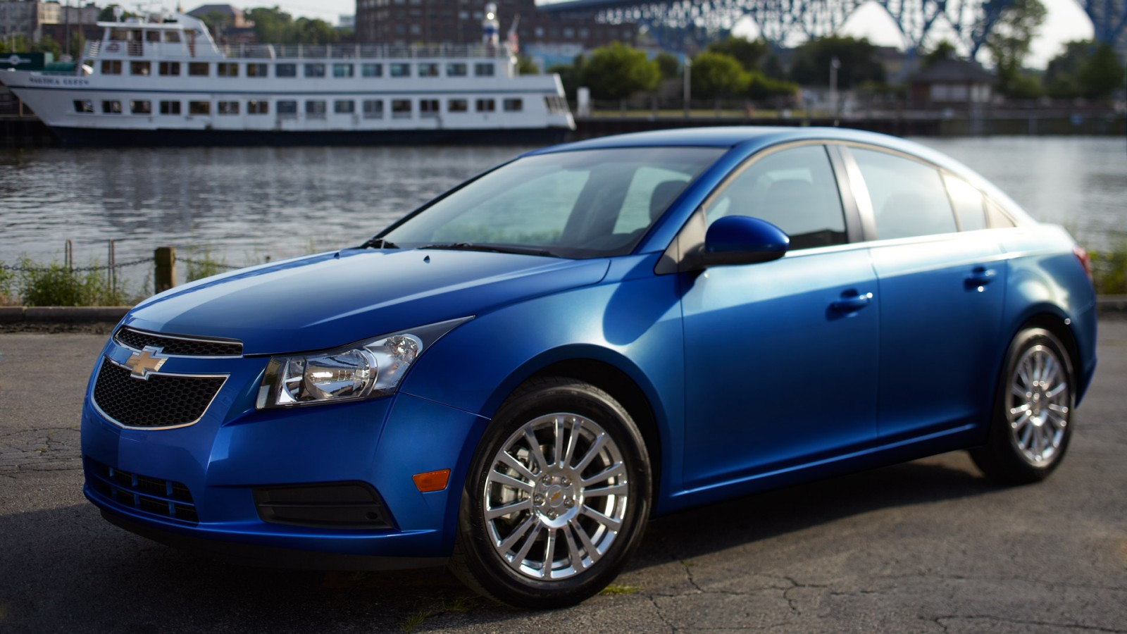 Cruze chevy cruze 2013 oil change : 6 Reasons Why You Should by a 2013 Chevy Cruze - McCluskey Chevrolet