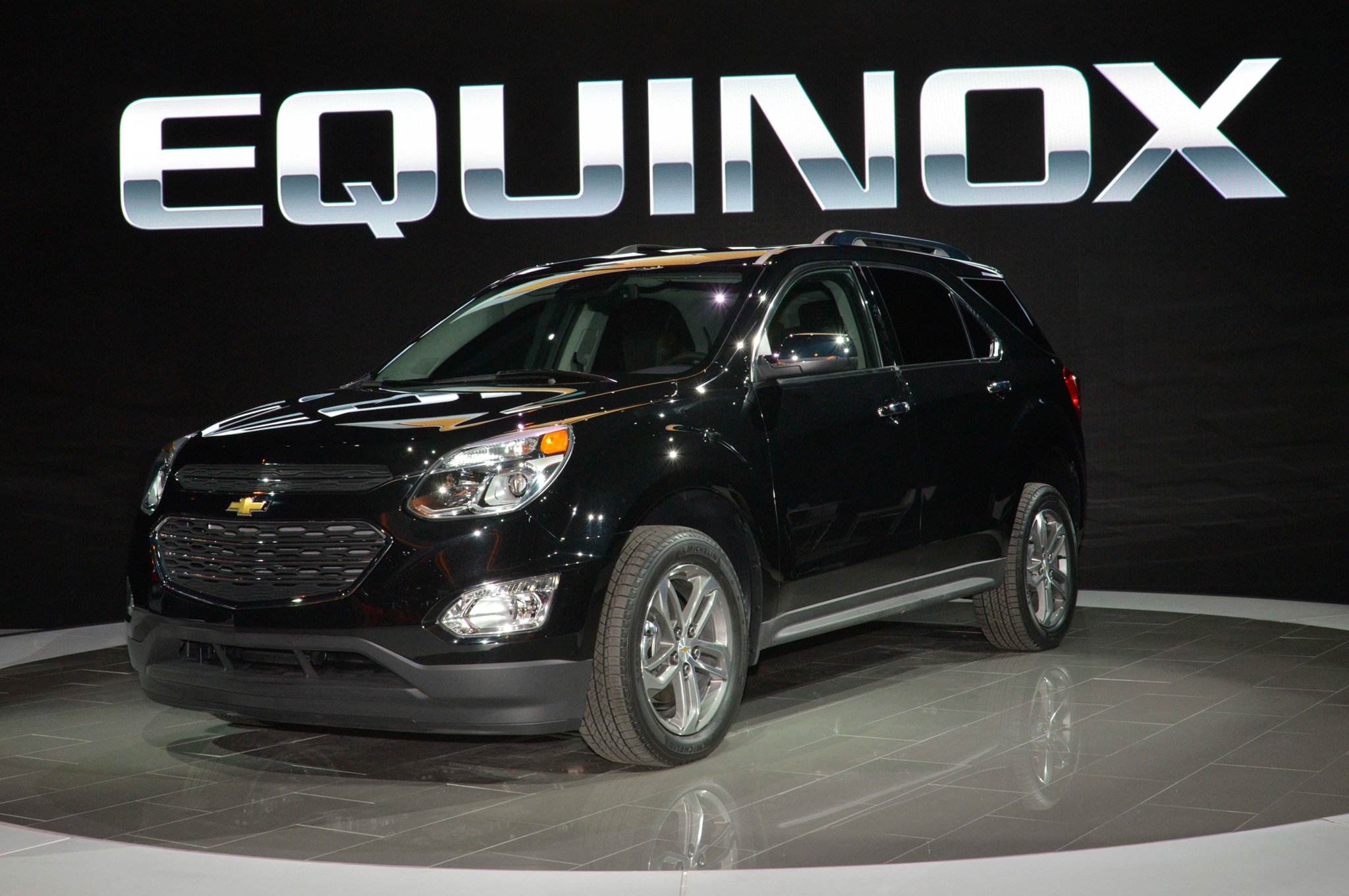 updated styling trim levels for 2016 equinox mccluskey chevrolet. Black Bedroom Furniture Sets. Home Design Ideas