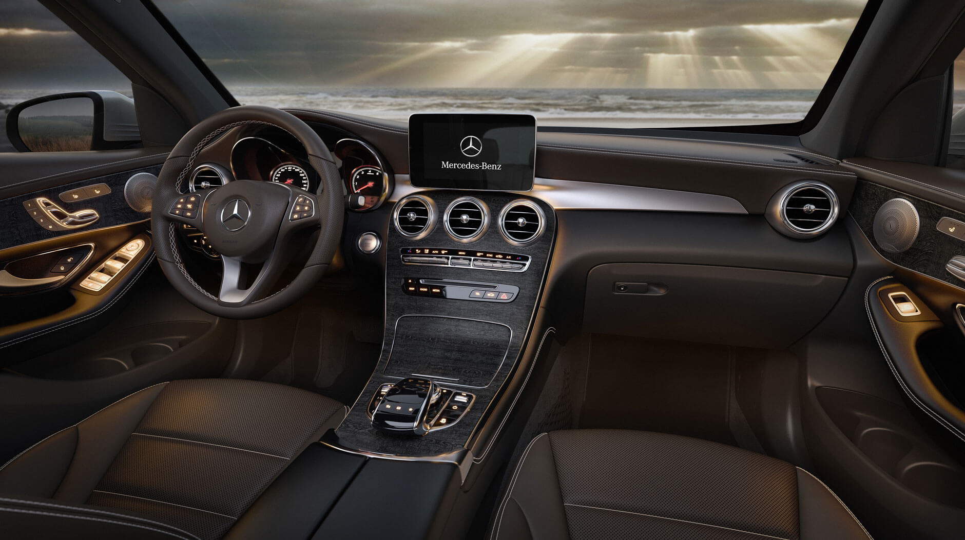 2017 Mercedes-Benz GLC interior technology features
