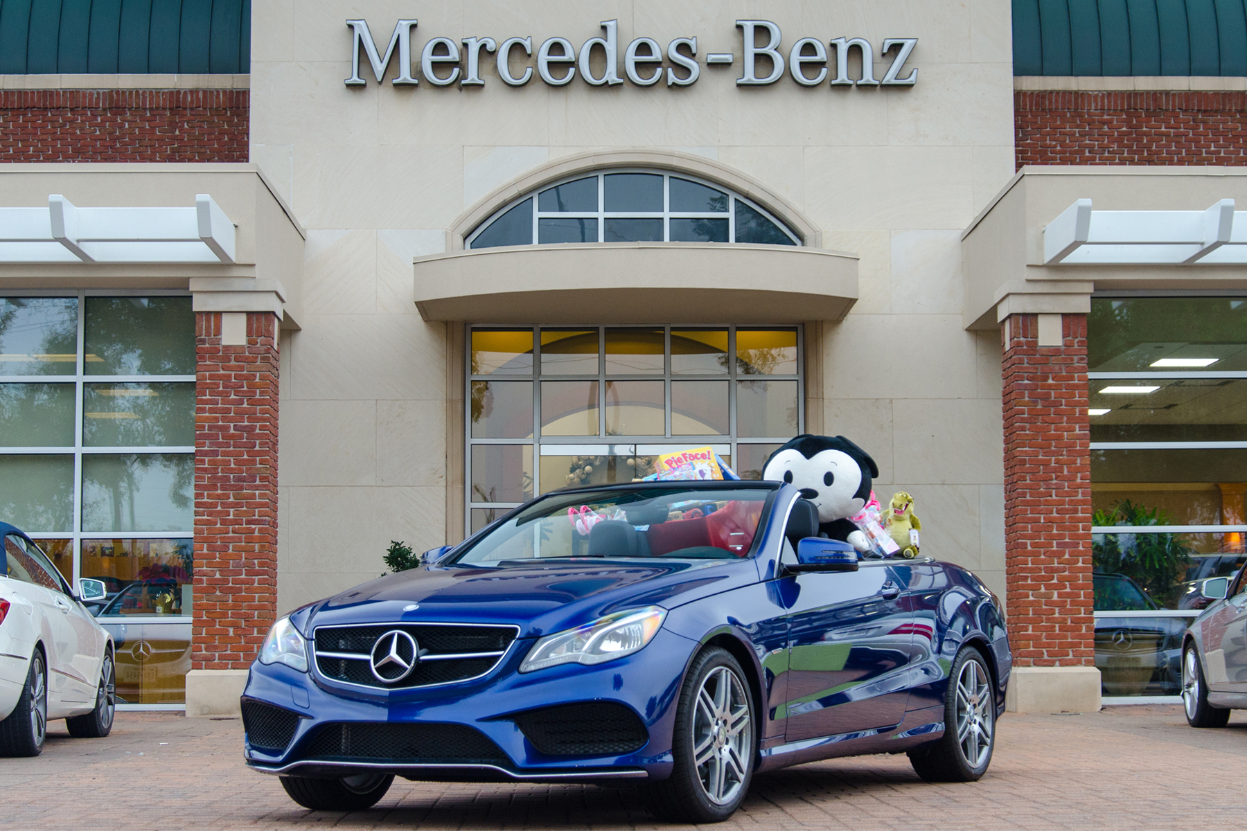 Toy drive at mercedes benz of sugar land fbcdc for Mercedes benz sugarland