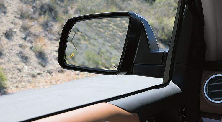 toyota-2017-tundra-features-safety-blind-spot-monitor-l
