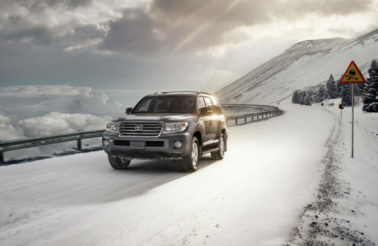 2016 Toyota Highlander driving in winter