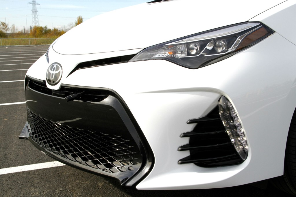 FOR 2017 TOYOTA COROLLA BUMPER CENTER GRILLE SE