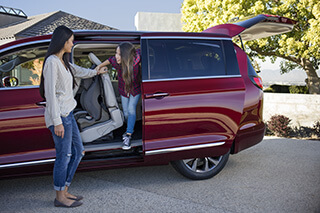 2017 Chrysler Pacifica side door