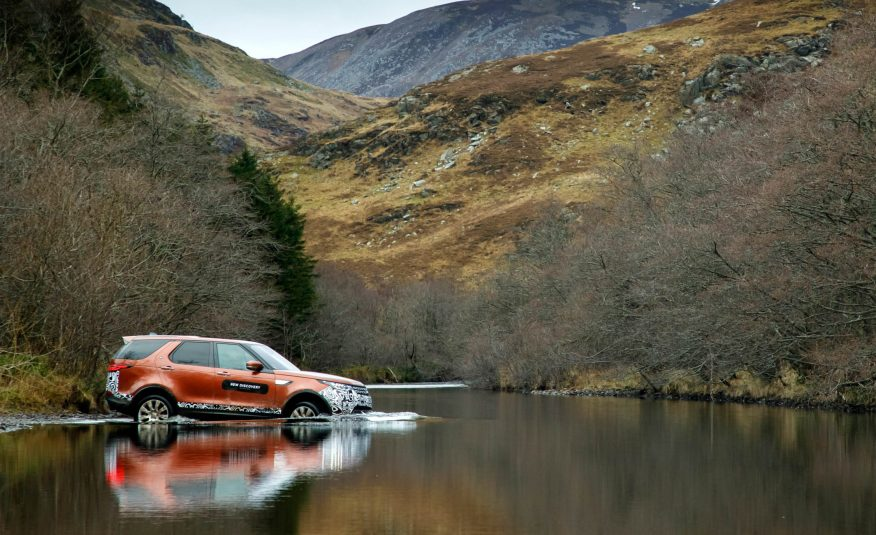 What It's Really Like to Drive the 2017 Land Rover Discovery